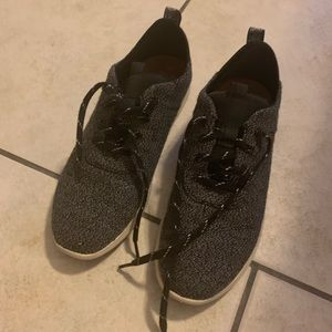Brand new Toms sneakers size 9